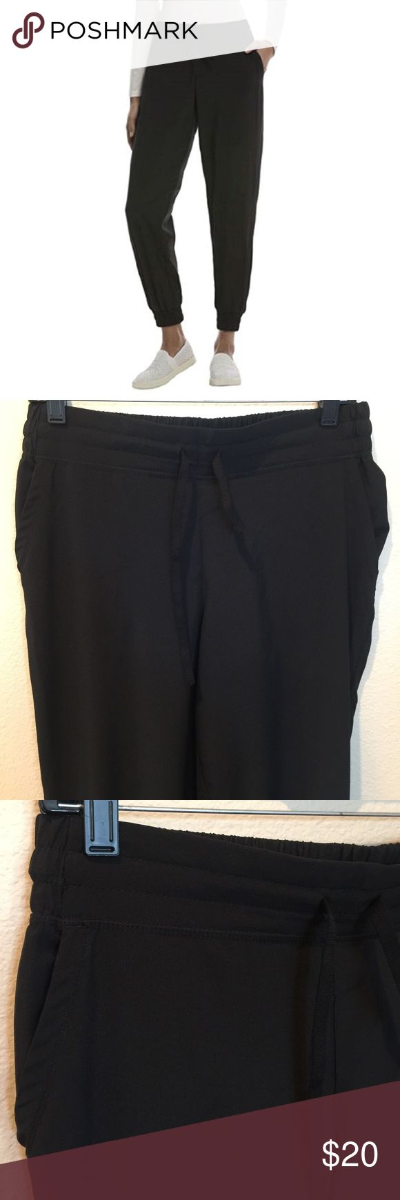 32 Degree Cool Women's Jogger Pant 32COOL™ fabric is soft, lightweight, and breathable. Moisture wicking keeps you dry and comfortable 4 functional pockets; 2 front angled pockets, 2 back patch pockets. Elastic waistband in the back. Front functional drawstring. Worn once. Excellent condition. 32 Degree Pants Track Pants & Joggers