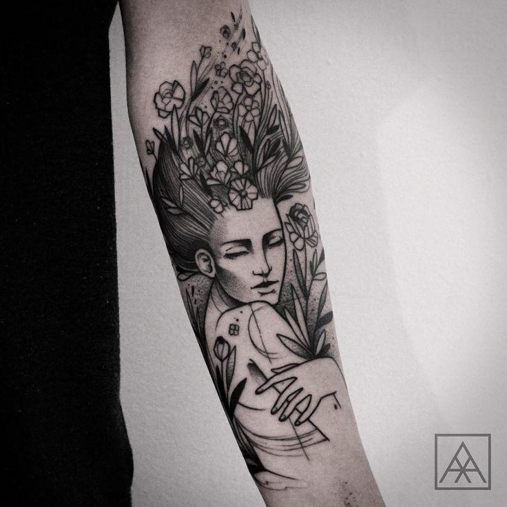 Delicada ou marcante, com significados ligados à família e pessoas queridas, as tatuagens de flores fazem sucesso entre os fãs da arte de tatuar.