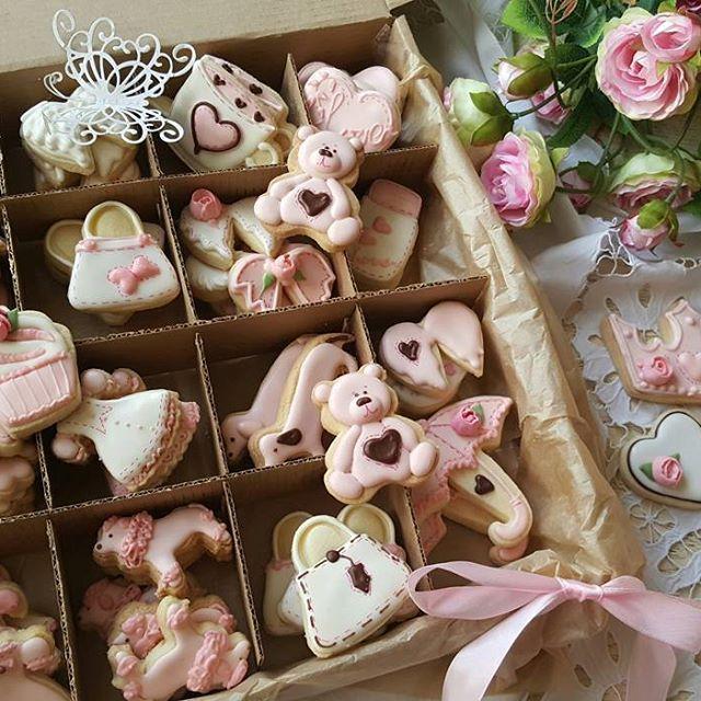 Розовые пудели, таксы, сумочки, платья, цветочки ,  зонтики, короны, мишки.... что  еще  нужно для счастья? Подарочный набор  для девочки  на день рождения.