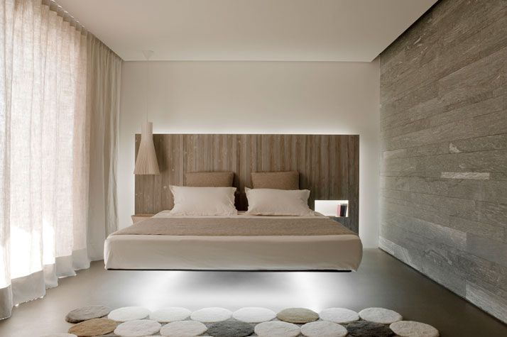 ROOM SUSPENSION: Secto, Secto design.  SUSPENDED BED: Fluttua, Lago.  CARPET: Circulos, Gandia Blasco.  photo © Vincent Leroux