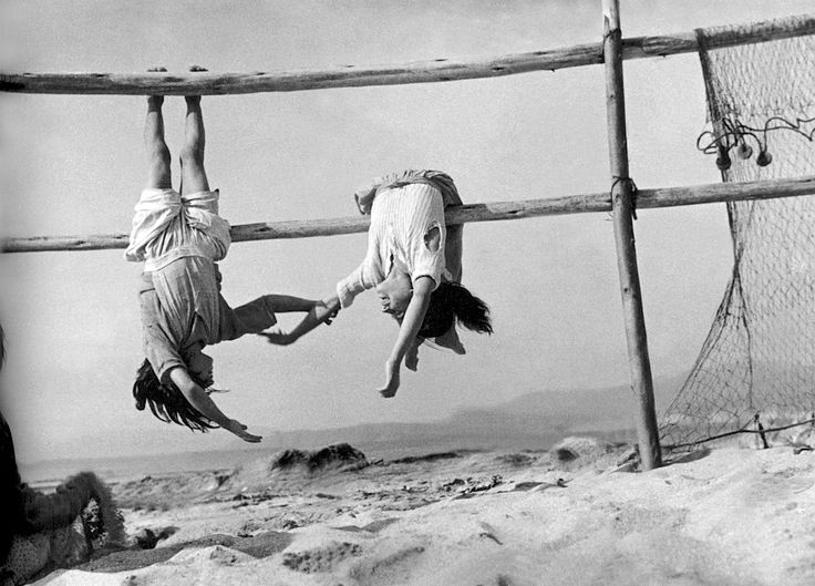 Sergio Larrain:   fishermen daughters   1957