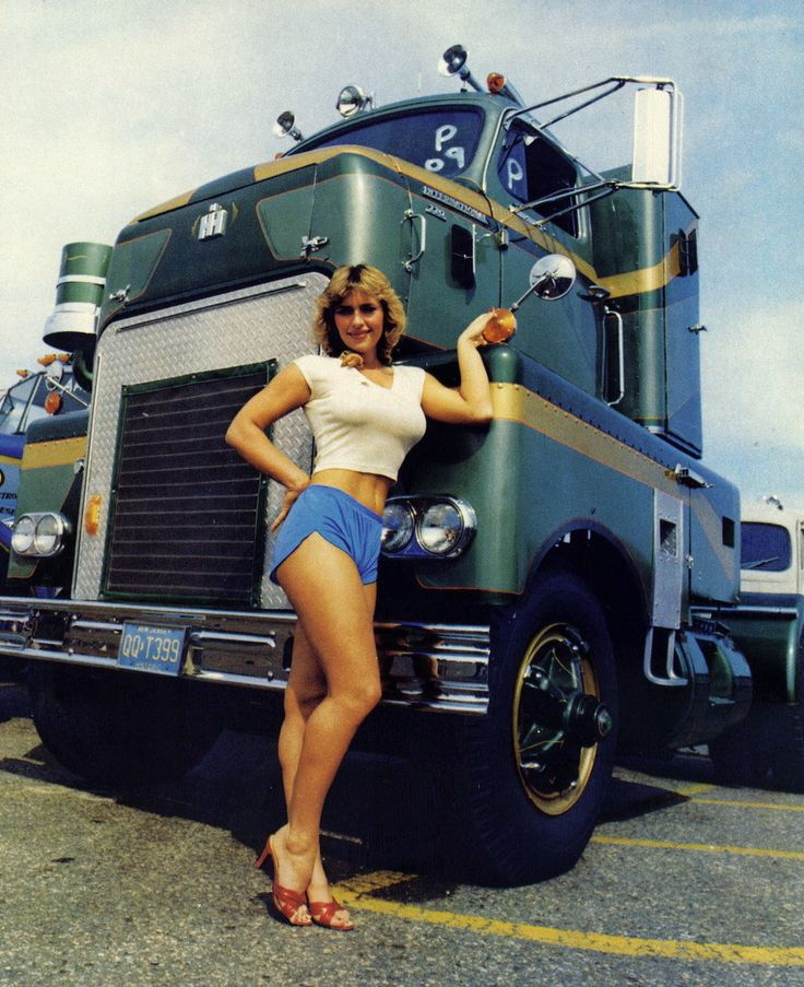 1952 International Harvester COE, Outstanding Antique Truck of the Year Award Winner