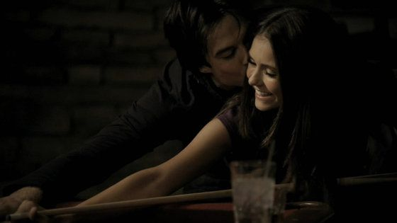 466836_damon_and_elena_pic.jpg (560×315)