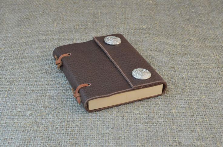 Блокнот с обложкой из натуральной кожи. Размер S (9х12 см) Цена: 1100 руб. Оформить заказ: Viber, WhatsApp +7 (915) 567-75-84 тел.: +7 (4722) 770-780 www.perren.ru/#!notebook-wood/c16u2