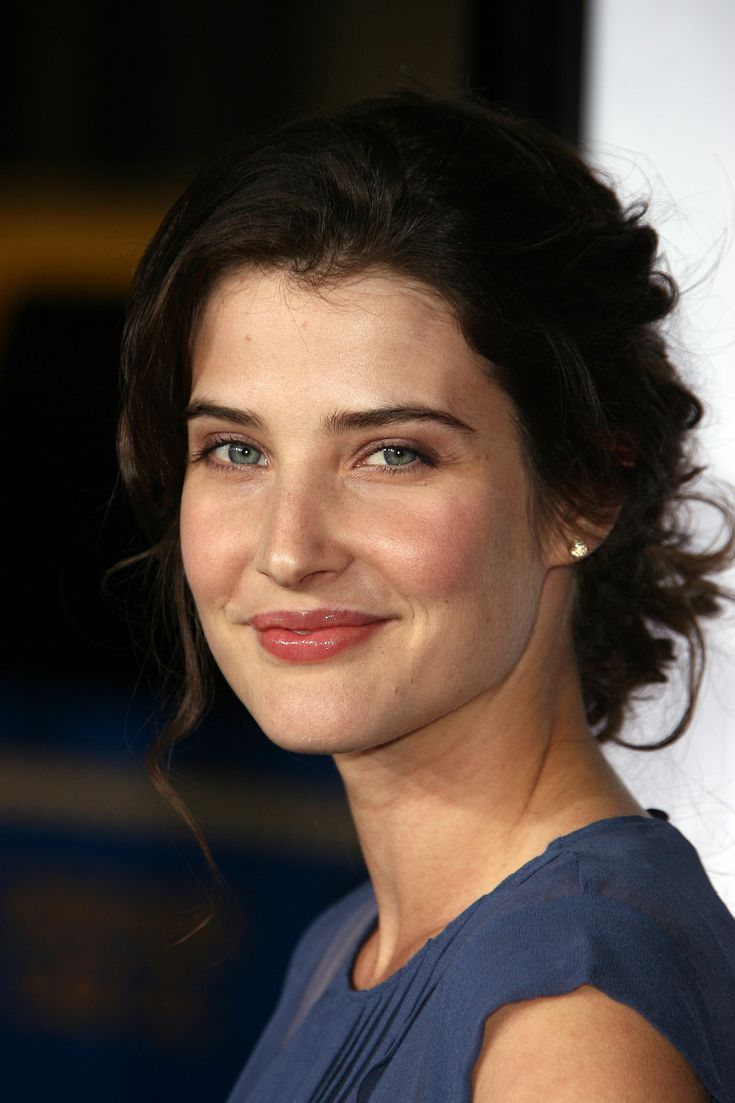 Cobie Smulders looks lovely without all the retouching. And do I spy a spot of leftover brunette hair dye on her forehead? It happens to the best of us.