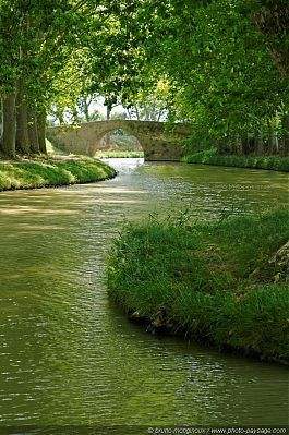 Le Canal du Midi - This 360-km network of navigable waterways linking the Mediterranean and the Atlantic through 328 structures (locks, aqueducts, bridges, etc.) is located in Southern France. Built between 1667 and 1694, it paved the way for the Industrial Revolution. The creator, Pierre-Paul Riquet.