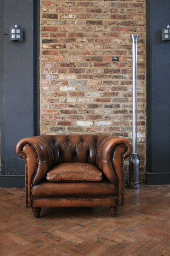"""Mur"" runt den pelare som blir mellan husvägg och verandan - ev skåp mot den på utsidan - Brown Leather Chesterfield by TheRetroStationUK on Etsy, £480.00"