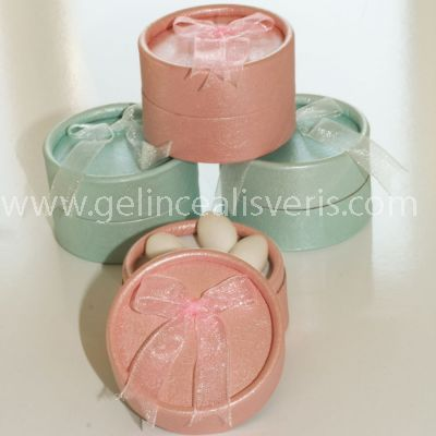 http://www.gelincealisveris.com/K38,nikah-sekeri.htm yuvarlak kutu nikah şekeri, renkli kutular nikah şekeri, fiyonklu kutu nikah şekeri, kına gecesi malzemeleri, düğün için herşey