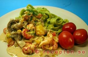 mycket gott recept med kräftstjärtar till pasta