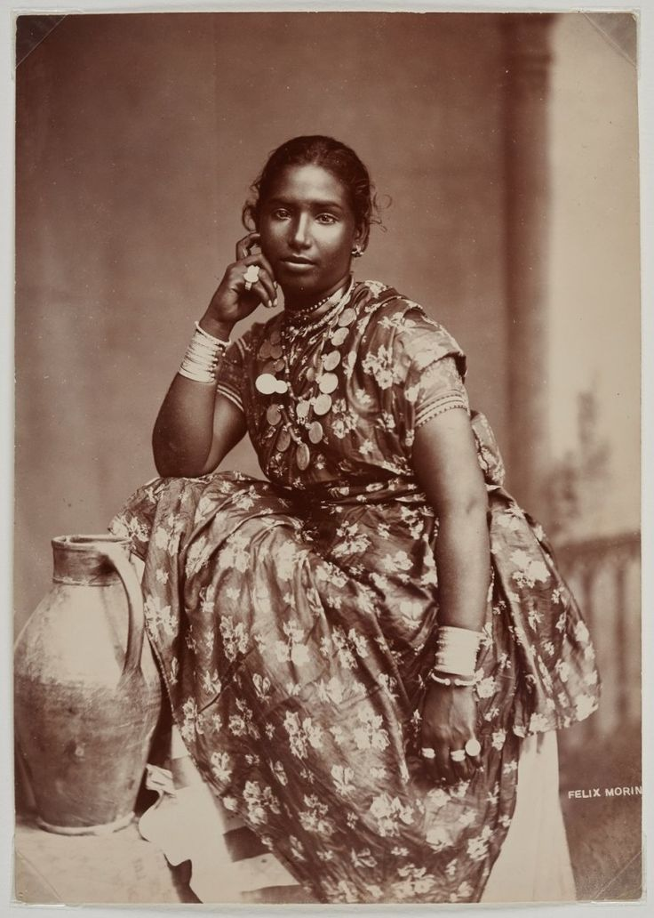 File:A young Indian woman in Bombay.jpg - Wikimedia
