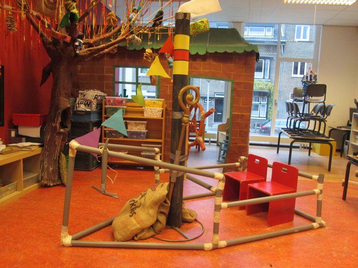Sinterklaas stoomboot gemaakt met PVC-buizen. Nutsschool Maastricht