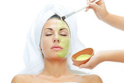 Masker wajah dari lidah buaya yang bisa bikin kulit jadi kencang dan cerah :)