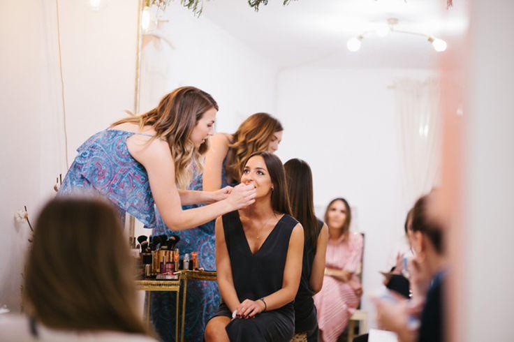 Una masterclass de maquillaje de invitada de la mano de Sarah Miller, maquilladora profesional con amplia experiencia en make up de novias e invitadas.