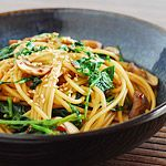 Spicy Asian Pasta with Kale and Mushrooms | kimkim cooking