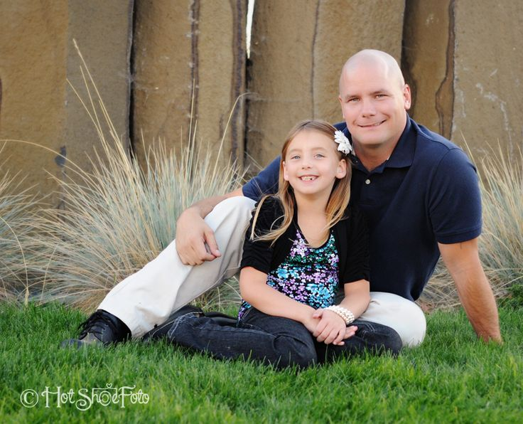 Love this father/daughter pose! Family Portrait Photographer | Moses Lake, WA