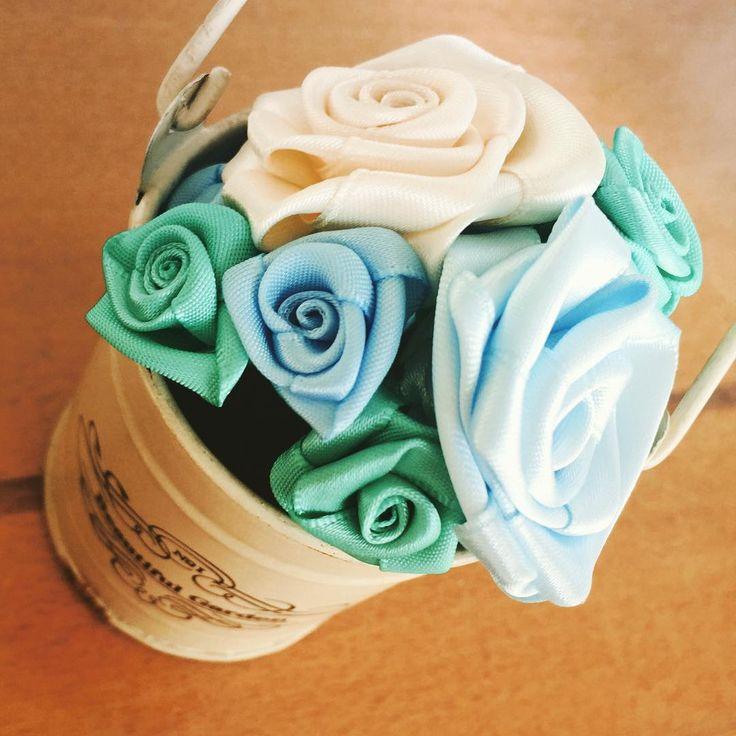 余ったリボンでバラの花♡リボンローズを手作りしよう | Handful
