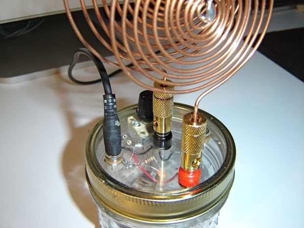Disso Voce Sabia?: Homem constrói rádio chamado ''espírito de Tesla'' adivinha o que acontece quando ele é ligado? Assustador...