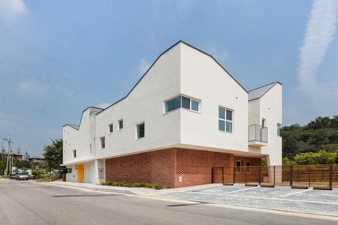 *'집속의 집' 항동 유치원-[ Janghwan Cheon + Studio I ] Hangdong Kindergarten :: 5osA: [오사] BUILDING/EDUCATION/CONCRETE/LINEAR/CONTEMPORARY/WHITE/CHILD/COURTYARD