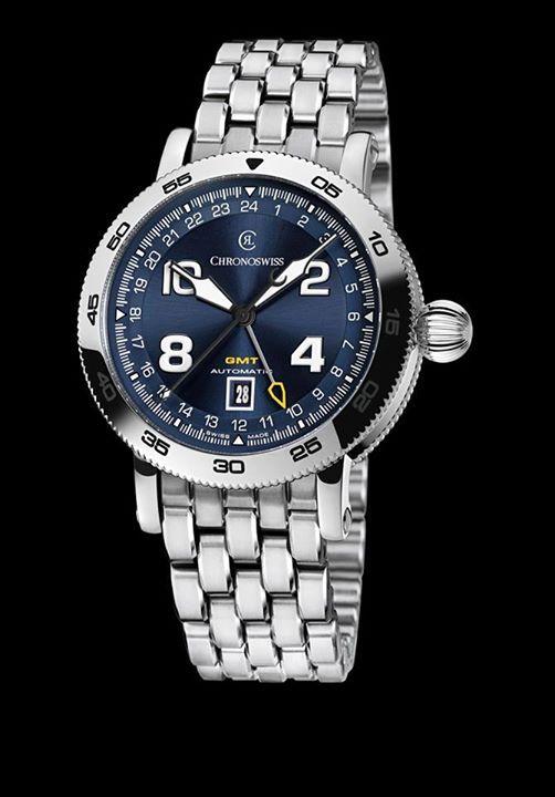 CHRONOSWISS Timemaster GMT  El reloj luce una carátula azul totalmente elegante. Sin embargo lo que destaca de la pieza es la función GMT (Greenwich Mean Time), la cual exhibirá un par de husos horarios para ayudarle en sus viajes.