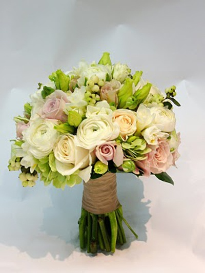 Google Image Result for http://styleluminisingme.com/wp-content/uploads/2011/08/Pretty-Unique-Bridal-Bouquet-Small-Roses-for-Modern-Wedding.jpg