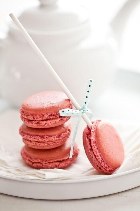 #Raspberry #Macaron #Pops: Pink Macaroons, Kids Parties, Idea, Macaroons Pop, French Macaroons, Lollipops, Macaron Pop, Baby Shower