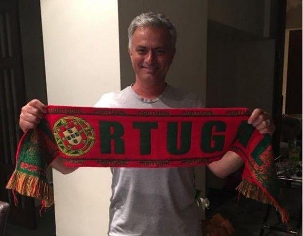 Jose Mourinho ăn mừng ngôi vô địch của Bồ Đào Nha theo cách đặc biệt