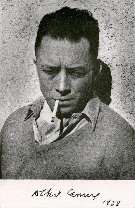 Albert Camus. Troublante ressemblance avec H. Bogart! ;-)
