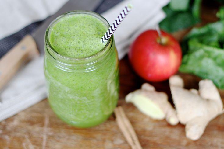Recept voor een winterse groene smoothie die naar appeltaart smaakt. Ja, echt! Plus een handleiding: hoe maak je smoothies minder koud en meer winterproof?
