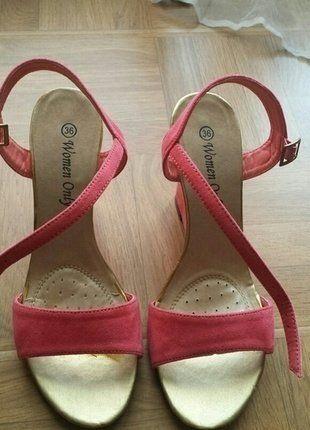 À vendre sur #vintedfrance ! http://www.vinted.fr/chaussures-femmes/escarpins-and-talons/25560611-sandales-compense