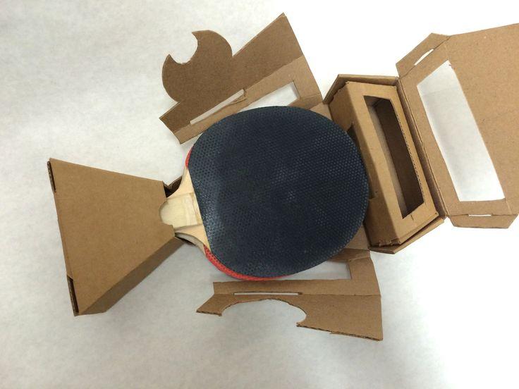 Дизайнер изСиэтла Diantha Granger разработала конструкцию коробок изгофрокартона для упаковки комплекта для игры внастольный теннис, так называемый Ping Pong: две ракетки итри шарика.  Упаковка состоит издвух полностью самосборных коробок оригинальной формы. Вменьшую коробку упаковываются три шарика для игры. Вбольшую коробку упаковываются две ракетки икоробка сшариками.    http://am.antech.ru/1I4W