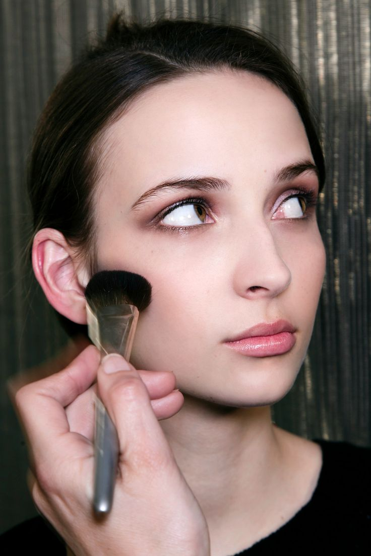 The Best Finishing Powders Ever (And How to Use Them) | StyleCaster