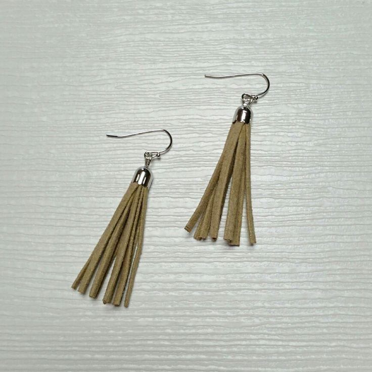 tassel pierced earrings...beige...*