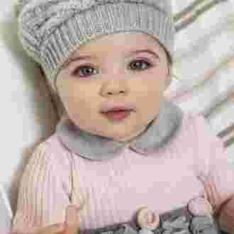 beau bébé fille yeux bleus