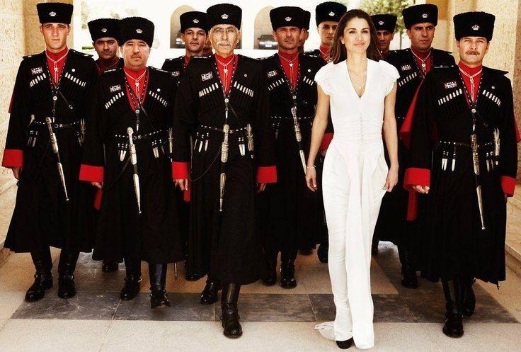 Королева Иордании Рания аль-Абдулла и черкесские гвардейцы — охрана королевской фамилии