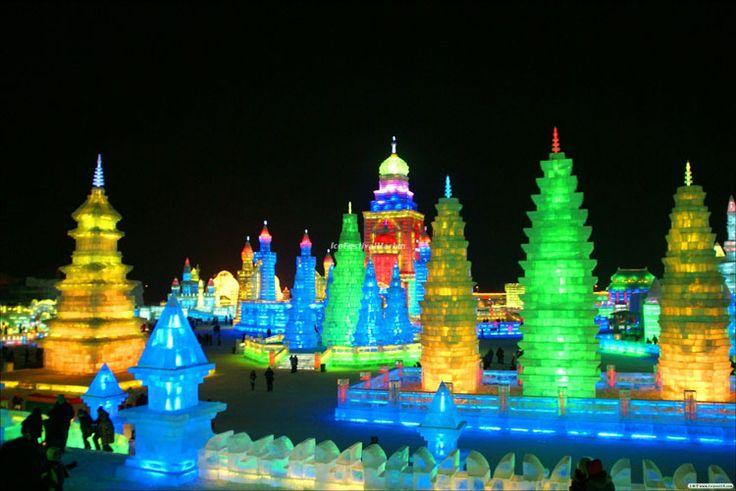 Foto delle sculture di ghiaccio all'Harbin Ice Festival n.18