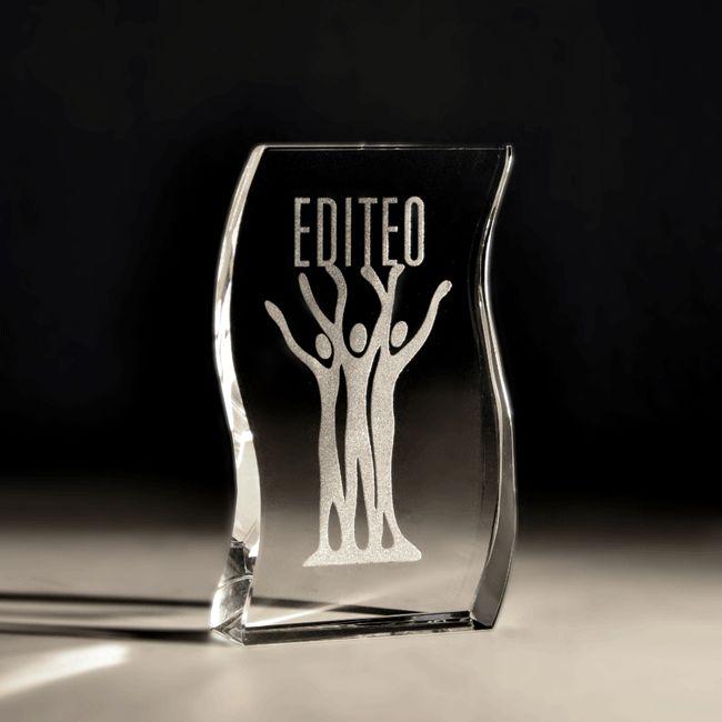 Trophée en verre gravé personnalisé - EDITEO