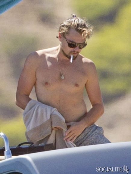 """""""The Great Gatsby"""" star Leonardo DiCaprio enjoys a tropical vacation with his girlfriend, model Toni Garrn, on a yacht in Ibiza, Spain on August 9, 2013."""