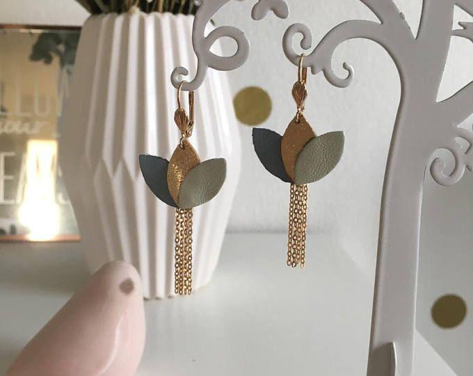 Boucles d'oreilles nénuphar en cuir doré, bleu et vert pastel élégantes et féminines tendance bohème chic