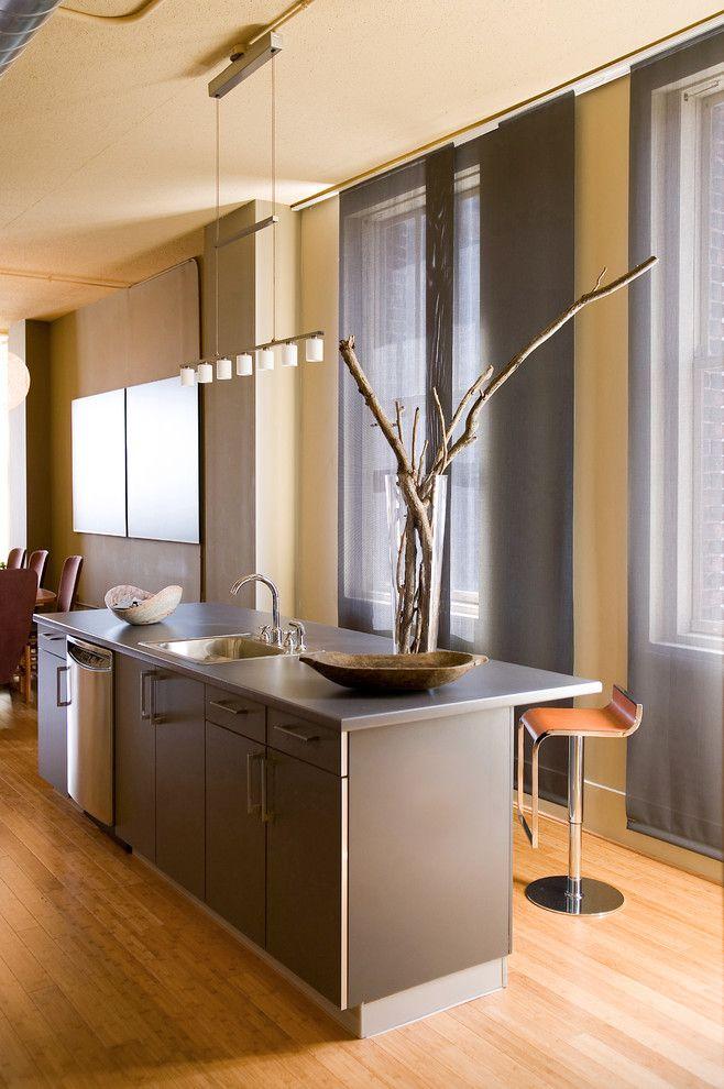 Выбираем тюль на кухню: 50+ эстетических решений для воздушного интерьера http://happymodern.ru/tyul-na-kuxnyu-59-foto-sozdaem-legkij-i-vozdushnyj-interer/ Прозрачные японские шторы