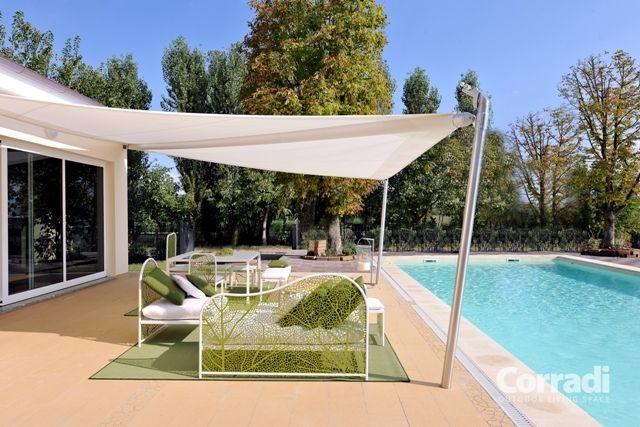 Dit zonnezeil  heeft een minimalistische uitstraling, strakke lijnen gecombineerd met praktische functionaliteit.