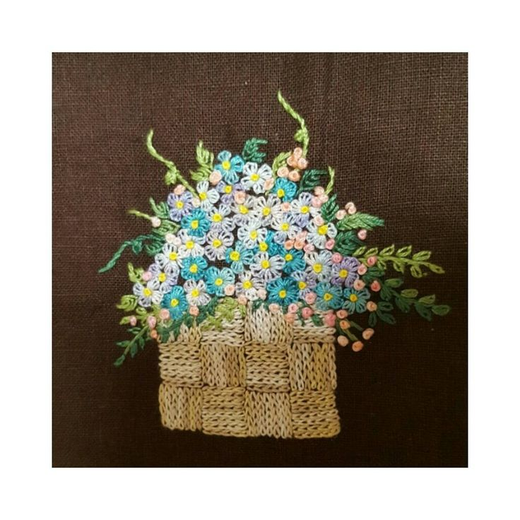 #embroidery #embroider #handembroidery #needlework #broderie #flowers #flowerembroidery #gachi