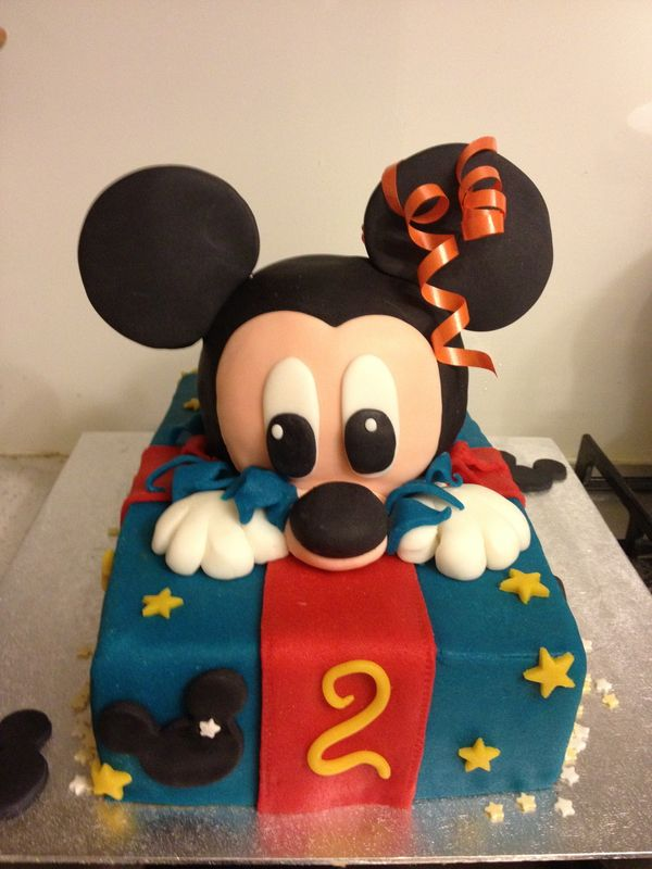 14 best images about gateaux mickey on pinterest mickey - Decoration gateau anniversaire mickey ...