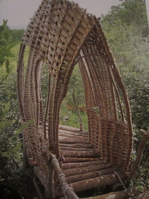 Relaxshacks.com: Film Actor John Malcovich's Treehouse/Willow Huts....