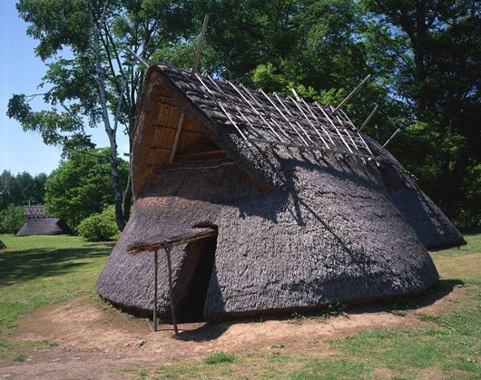 Reproduction of historic house in Nagano and Nigata Prefectures; from http://aquacompass7.wordpress.com/2013/03/23/birth-of-primitive-art-10%E3%80%80-primitive-arts-of-east-asia/#