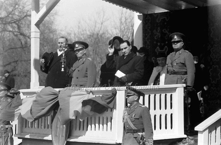 G16.Chisinau.Marschall Antonescu und Prof. Mihai Antonescu auf Tribüne
