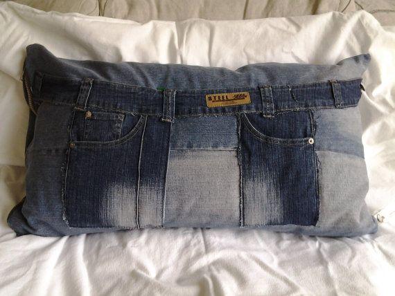 Kussen gemaakt van jeans bestaand uit van CarineDriemanDeco op Etsy