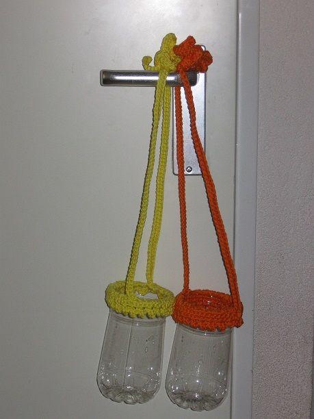 Ophangpotjes van plastic flessen