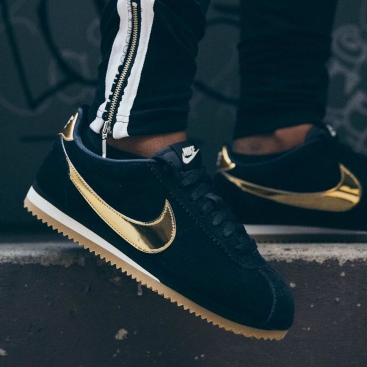 Etapa Recogiendo hojas Mansedumbre  Nike Shoes | New Nike Blkgold Classic Cortez ~ Various Color: Black / Gold  | ... - Products - #black #Blkgold #Cla… | Gold nike shoes, Cortez shoes,  Sneakers nike