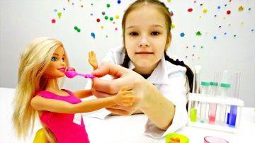 #БАРБИ заболела! Развивающие игры для девочек играем в доктора на Tube Girls http://video-kid.com/20893-barbi-zabolela-razvivayuschie-igry-dlja-devochek-igraem-v-doktora-na-tube-girls.html  Развивающие игры для девочек и видео про куклы Барби на канале Tube Girls. Куколка Браби переела мороженого и заболела. Кажется Принцессе Барби нужна помощь Кристины. Кристина любит играть в игры доктор и обязательно вылечит куколку Барби!#игрыдлядевочек и развивающие видео для детей на канале #TubeGirls…