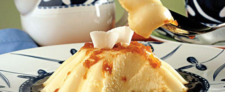 Receita de Gelado de coco cremoso. Ingredientes· 1 envelope de gelatina em pó sem sabor · 5 colheres (sopa) de água fria · 1 lata de creme de leite · 1 lata de leite condensad...